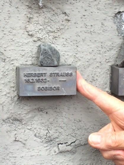 Frankfurt cemetery stone Herbert Strauss
