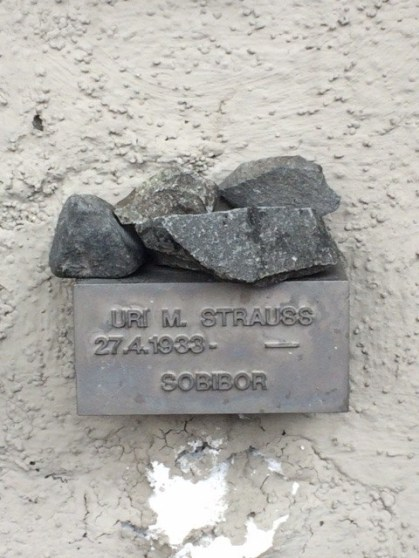 Frankfurt cemetery stone Uri Strauss