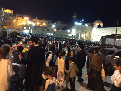 Entering the crowded Kotel plaza, Sukkot 2016